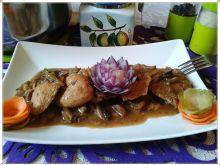 Kąski kurczaka w sosie pieczarkowo-ogórkowym