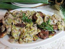 Kąski schabowe z sosem porowo-pieczarkowym