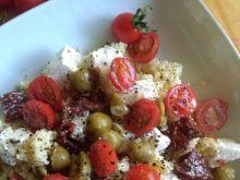 Kasza jaglana z serem feta, oliwkami i pomidorkami