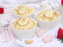 Kasza manna z masłem orzechowym i herbatnikami