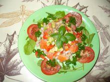Kasza pęczak z papryką, łososiem i awokado