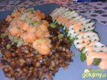 Kasza z sosem sojowo-grzybowym i warzywa