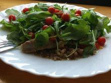 Kasza z sosem z ruccolą i pomidorkami