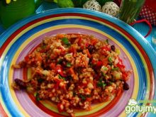 Kasza z warzywami  w pomidorach