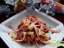 Kasza z wstazkami szynki i ananasem