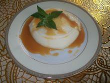 Kaszka manna z sosem krówkowym