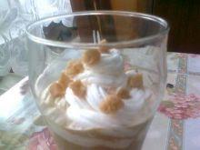 Kawa karmelowa z bitą śmietaną