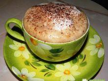 Kawa z kafetierki ze spienionym mlekiem
