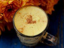 """Kawa ze """"złotym"""" mlekiem z kurkumą i cynamonem"""