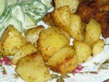 Kawałki ziemniaków pieczone w przyprawach i tymian