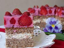 Kawowo-truskawkowe ciasto Akrobatki