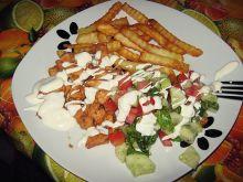 Kebab drobiowy na talerzu