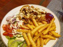 Kebab gyros na talerzu