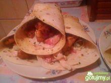 Kebab z sosem i pitą