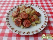 Kiełbasa smażona z cebulą