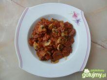Kiełbasa z pieczarkami w sosie