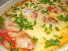 Kiełbaski pieczone z pomidorami pod pierzynką