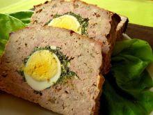 Klops z mięsa mielonego z jajkiem i szpinakiem