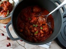 Klopsiki w pomidorach z pieczarkami