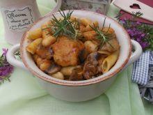 Klopsiki z fasolką, pieczarkami i makaronem