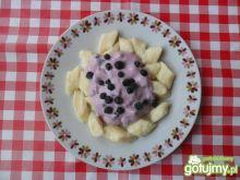 Kluseczki z serem i owocowym jogurtem