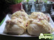 Kluski drożdżowe z sosem serowym
