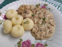 Kluski śląskie z kurkowym sosem