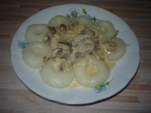 Kluski śląskie z sosem cebulowo-pieczrkowym