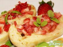Knedel z truskawkami gotowany na parze