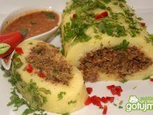 Knedel ziemniaczany z mięsem na parze