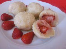 Knedle serowe z truskawkam - Apetyczne knedle,zasmakują także małym smakoszom!
