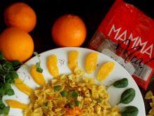Kokardki w kurczakowym   ragu' z  pomarańczami