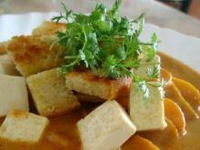 Kokosowa zupa z fasolką, marchwią i tofu