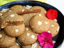 Kokosowe ciasteczka z białą czekoladą i cynamonem