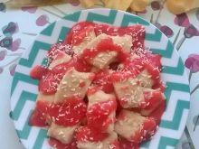 Kokosowe leniwe z sosem truskawkowym