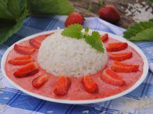 Kokosowy ryż z truskawkami