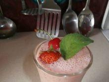 Koktajl truskawkowo-czereśniowy z mięta