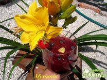 Koktajl z owoców leśnych i truskawek