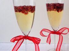 Koktajl z szampana, soku z pomarańczy i granatu