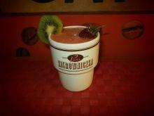 Koktajl z truskawek i z kwi z jagodami goji