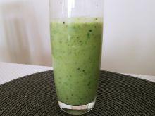 Koktajl ze szpinaku i zielonych owoców