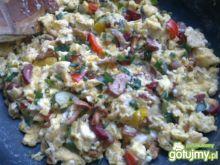 Kolorowa jajecznica z kurkami