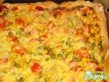 Kolorowa pizza na otrębowym cieście
