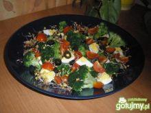 Kolorowa sałatka brokułowa 2