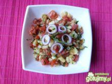 Kolorowa sałatka z cukinii i pomidorów