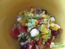Kolorowa sałatka z fetą i papryką