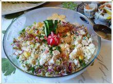 Kolorowa sałatka z kuskusem i gotowanym kurczak