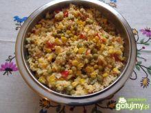 Kolorowa sałatka z kuskusem i paprykami