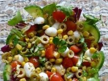 Kolorowa sałatka z mozzarellą