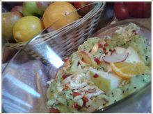 Kolorowa sałatka z prostym sosem kiwi
